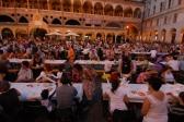 cena in piazza delle erbe